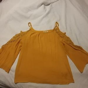 Cute yellow XL Cato top